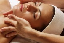 Уход за лицом / Бьюти-салоны и мастера г.Киев предоставляют услуги по классической косметологии, в том числе массаж лица для повышения тонуса кожи, что является надежной защитой от морщин.
