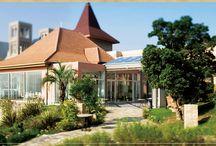フランス館 / 明るくカジュアルな雰囲気のフランス館。街も海も緑もすべて望めるのも魅力。http://www.whm.co.jp