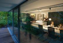 """plan 3 küche / Extrem lange und große Küche mit integriertem Tisch aus """"einem Guss""""."""