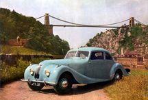 Bristol 400 / El primer Bristol de la histora, Bristol 400, que fue presentado en el Salón de Ginebra de 1947, Se trataba de un seductor cupé deportivo con un parentesco cercano con el BWM 328.