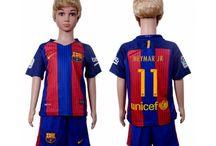 Billige Neymar Jr trøje Børn / Billige Neymar Jr trøje Børn på online butik. Neymar Jr hjemmebanetrøje/udebanetrøje/målmandstrøje/trøje langærmet tilbud  med eget navn.