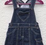 Verkaufe For Sale / Hier könnt ihr süße Kinderschuhe und Kleidung finden, die noch gut erhalten ist und ich für eine weitere Runde verkaufe.