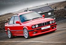 Cars of 90´s and 80´s. / Una amplia gama de coches de los 90 Volkswagen, Bmw... etc