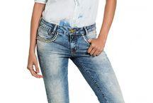 Jeans charmosos e ousados! / Lavagens diferenciadas, aplicações e leves desfiados para dar charme e ousar na produção do dia a dia, em um look all jeans.
