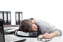 """Morgenmuffel / Früh aufzustehen ist eine Qual. Dass es Montagmorgen ist macht das ganze auch nicht besser. """"I hate mondays!""""Hier ein paar lustige Geschenkideen für die Morgenmuffel unter uns. Falls Ihr Lust auf mehr habt, schaut bei www.geschenke-manufaktur.com"""