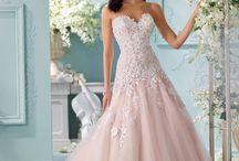 Vestidos de noiva-inspiração católica / A maioria precisa de retoques para ser modesto!