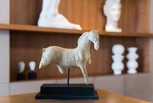 L'Art de Vivre du Sculpteur / Pour les créateurs et passionnés d'art, l'hôtel Le Monna Lisa incarne l'Art de Vivre du Sculpteur. C'est un atelier d'artiste où matières et volumes s'emmêlent, où sensibilité et féminité se rencontrent, un lieu de charme et de volupté.