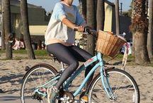 zena jede na kole