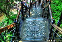 stairs / On choisit de descendre ou de monter c'est selon