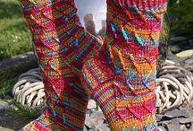 Socken / Socken in den verschiedensten Farben und Mustern.