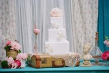 {Casamento} Mesa do bolo e de doces / by Blog Em Breve Casadinhos
