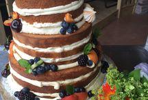 Zoet / Naked cake voor bruiloft. Vulling van passievruchten, vanille en witte chocolade