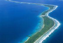 """⦺ Iles Marshall / Marshall Islands ⦺ / Sous l'équateur (ou presque), la réactivité de la nature est étonnante. Les coraux ont pansé leurs plaies, les poissons multicolores sont revenus et sur les plages de sable blanc, à nouveau on voit, non plus une scène de """"débarquement"""", juste des touristes, rares et fort satisfaits de l'être."""