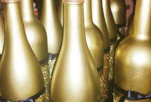 New Yers Party / Символом 2018 года - желтая земляная Собака.  Собака славится своей преданностью и покорностью.    Что касается цветовой гаммы, то согласно восточному гороскопу, лучше всего выбирать наряд, украшения для дома и декор новогодней ели, для встречи года Собаки: в золотых, желтых или же коричневых цветах