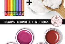 Crayon lipgloss / All you need is crayon(s) and coconut oil (the coconut oil has to be in fridge so solid) mix very well than u got u lipgloss