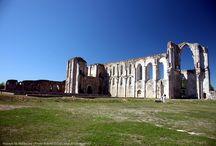 Maillezais / Maillezais son abbaye, les canaux de la Venise Verte au coeur du Marais Poitevin.