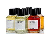 Laboratorio Olfattivo / Laboratorio Olfattivo - это новый итальянский нишевый бренд. Проект не загнан в рамки строгих правил и далек от хитросплетения маркетинговых стратегий, что создает уникальную атмосферу создания аромата парфюмером, который основывается только на своем вдохновении.