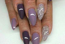 Πολύ χρώμα νύχια