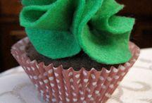 felt foods - cupcakes