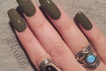 Nails to be seen with