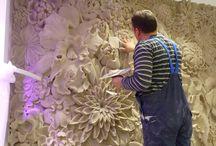 Panou Decorativ Floral Perete / Acest salon de evenimente realizat in urma cu doi ani a adus numeroase zambete si a ajutat la realizarea unor amintiri spectaculoase. Panoul cu flori este punctul de focus din acest salon. Acest panou este ideal pentru sedintele foto, fiind un cadru idilic.