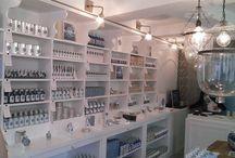 Boutique de Carcassonne / Au cœur de la cité médiévale de Carcassonne, la boutique Graine de pastel offre une parenthèse contemporaine et raffinée. Graine de pastel Carcassonne, Place du château 11000 Carcassonne