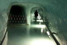 Icepalace Swiss / Pałac lodowy, tunel w lodowcu Jungfraujoch w Alpach szwajcarskich.
