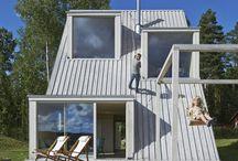 Summer House in Dalarna / Leo Qvarsebo / nowoczesna STODOŁA / Dom jest w sumie rodzajem domku na drzewie dla dorosłych.