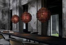 Lolli e Memmoli / Marka założona w 1993 roku przez Iwana Lolli i Mario Memmoli. Lolli e Memmoli słynie z produkcji lamp kryształowych, które są znane i cenione na całym świecie.