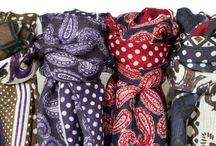 Foulards H14 - Café Coton / Réalisé à Côme, dans une étamine de laine extra-fine, ces foulards séduiront les amateurs de produits nobles.