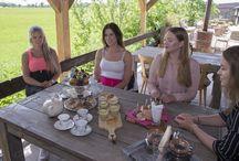 Tea Time arrangement bij Three Times a Lady / Ben je op zoek naar een leuk uitje met vriendinnen? Dan is het Tea Time arrangement echt iets voor jou. Alles staat in het teken van beleving ; kleur, geur, lekker eten en een fotoshoot!