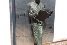 readers of books - sculpture / sochy,které umí číst
