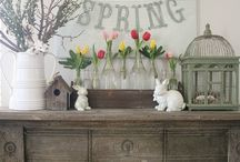 Spring Craft Inspiration / All the perfect D.I.Y. projects and crafts for the spring time. Floral arrangements, spring chalkboards, spring home decor ideas, and more.