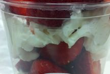 Summer Fesh Fruit / fresh yogurt with fruit and sweet to taste, and puffed rice. To customize the favorite flavors!