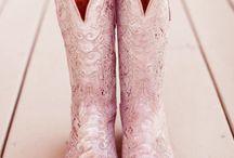 pink wedding / by Alexandra van Overstraeten