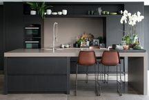 Вписанные бары в кухонных гарнитурах