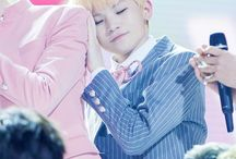 SEVENTEEN - Lee JiHoon (Woozi) / Birth Name: Lee Ji Hoon  Stage Name: Woozi  Birthday: November 22, 1996  Position: Main Vocalist, Main Dancer  Unit: Vocal Team  Height: 165 cm  Weight: 54 kg  Blood Type: A