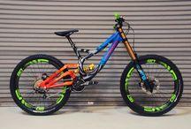 Vélo de montagne et moto