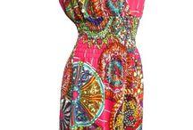 Denní šaty z lehkého materiálu růžové barvy s historickým motivem