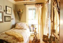farmhouse chic / rustic farmhouse style! Room examples, design inspiration, fabulous accessories and ideas...