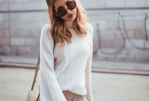 Bell sleeves&shoulder accent