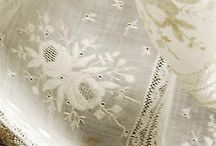 Antiques & vintage linen / haberdashery