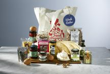 The Food Purveyor Hampers / Choose from our delicious hampers and add in anything that you desire – wine, a little extra chocolate, some more chutneys – the list is endless. The Food Purveyor hamper can be delivered to your home or accommodation. A perfect start to your holiday or weekend away. Packaged in a beautiful keepsake bag – perfect for shopping, going to the beach or taking a picnic. To view the full contents of each hamper or place your order go to: thefoodpurveyor.com.au