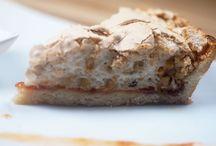 """Dolce pomeriggio / Un dolce pomeriggio a tutti! Con una fetta del nostro dolce """"Brutta ma Buona"""" con nocciole e con la marmellata di albicocche Pellecchiella del Vesuvio che abbiamo preparato noi nel periodo delle albicocche. il 31 dicembre saremo aperti fino alle 14 per ordinare le prelibatezze d'asporto. *Aperti il 1° gennaio 2017. **Tutti i piatti presenti nel menu sono anche gluten free a richiesta. Per informazioni  081 8991843/ 333 2963740 La Lanterna ristorante, via G. C. Aliperta, Somma Vesuviana, Napoli."""