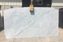 Marble / Marble is known for its dramatic movement and luxurious veining. The metamorphic rock has been prized for its use in sculptures since classical times. This is due to its softness and relative resistance to shattering. The characteristic swirls and veins of many colored marble varieties are usually due to various mineral impurities such as clay silt, sand, or iron oxides.