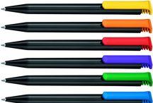 Le stylo publicitaire écologique / Des matières nobles et responsables au service de votre communication : le stylo publicitaire en plastique recyclé, biodégradable, bois, bambou, carton et aluminium recyclé.