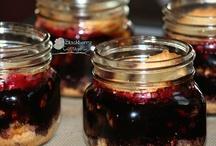 Food:Cheesecakes/Pies/Desserts in Jars / by Linda Prokopowicz