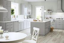 Cucine con isola bianche e grigie