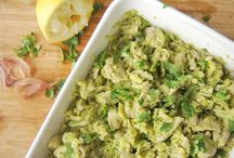 Fava Bean & Cilantro Mash (vegan, oil-free, gluten-free) / This mash would make a main dish by its own. It has all it takes: good amount of protein (24 %, including all essential aminoacids), carbohydrates (to keep those cells running smoothly) and an important amount of folic acid, iron, copper, manganese, magnesium, phosphorus and zinc. This time I matched it with Roasted Pumpkin with Sage and Green & Pink Pepper and it was a perfect combination.