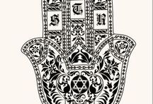 """HAMSA / #Hamsa, #khamsa meaning lit. """"five""""; amulet, hand of Fatima, hand of Mary, hand of Miriam; the open right hand, is a sign of protection that also represents blessings, power, and strength, and is seen as potent in deflecting the evil eye Ręka Fatimy, Ręka Maryji, Ręka Miriam; amulet, ma chronić przed """"złym okiem"""", zapewnia szczęście, moc i siłę. Talizman powinien chronić dom od złego i oznaczać otwartość, szczerość, życzliwość."""